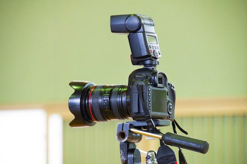 フォトスタジオの一眼レフカメラ